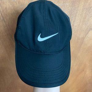 Nike baseball cap. Featherlight